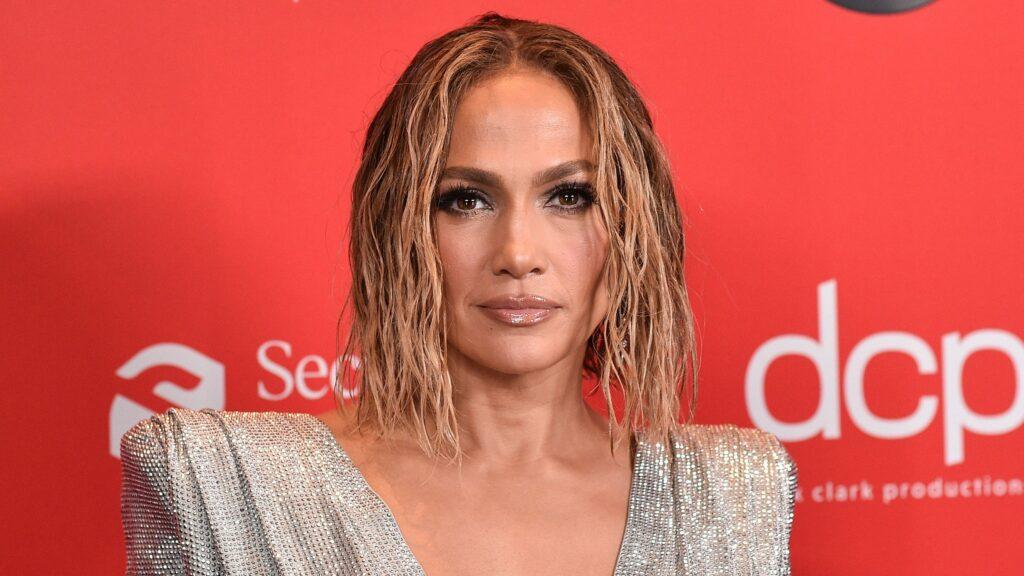 Jennifer Lopez's wavy blunt cut bob