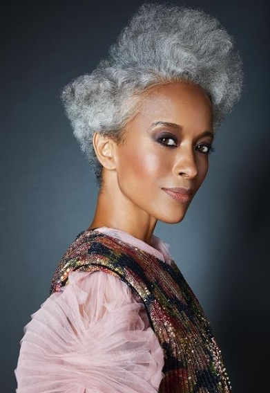 Hairstyles for women over 50 to look better
